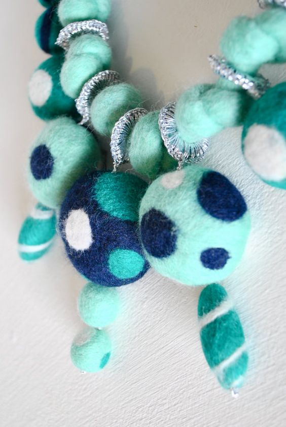 blue-felt-necklace
